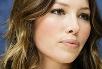 Makeup-tricks-shaping-your-lips-side