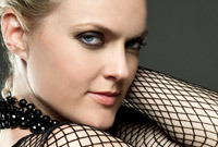 Celebrity-hair-interview-elaine-hendrix-side