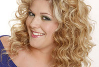 Hairstyle-makeover-mastering-the-art-of-curls-side