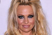 Celebrity-hairdo-should-have-styled-side