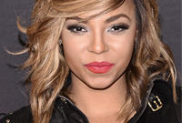 Ashanti-beachy-blonde-bob-side