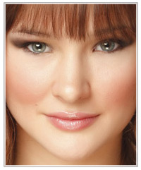 Model with brunette hair