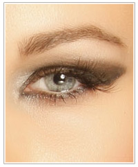 Copper model with smokey eyes