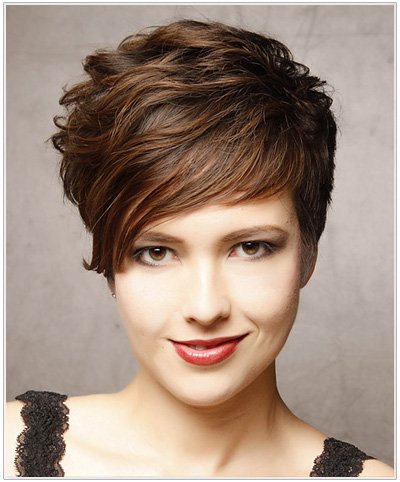 Short two-toned wavy hairstyle