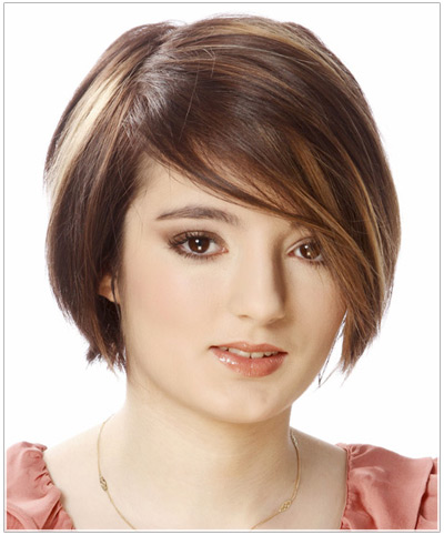 Model with a short angled bob