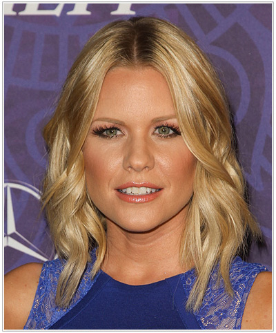 Carrie Keagan Medium Wavy Hairstyle