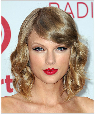 Taylor Swift Medium Wavy Hairstyle with bangs