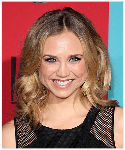 Fiona Gubelmann Medium Wavy Hairstyle