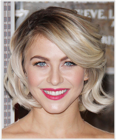 Julianne Hough Medium Wavy Hairstyle