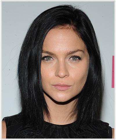 Leigh Lezark Medium side-parted Hairstyle