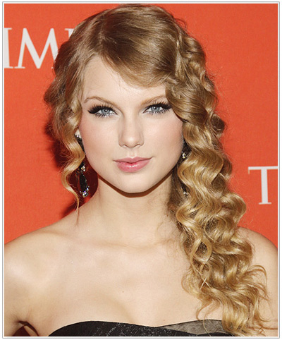 Taylor Swift Long Curly Hairstyle.