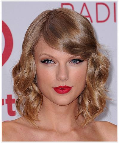 Taylor Swift Medium Wavy Hairstyle.