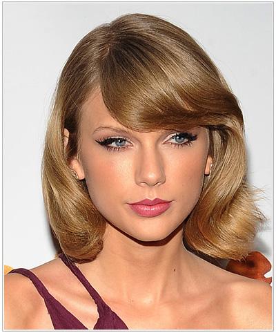 Taylor Swift Medium Straight Blonde Hairstyle.