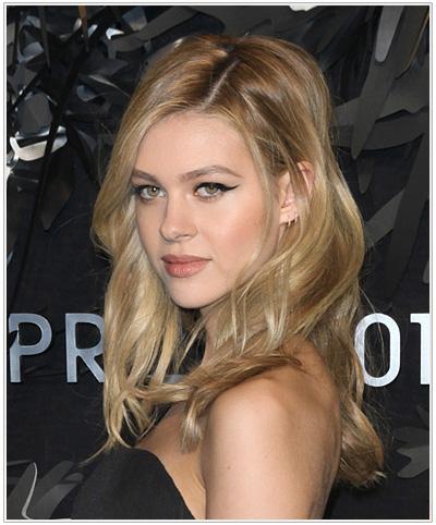 Nicola Peltz Long Wavy Hairstyle.