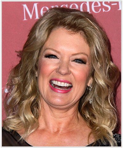 Mary Hart Medium Wavy Hairstyle.