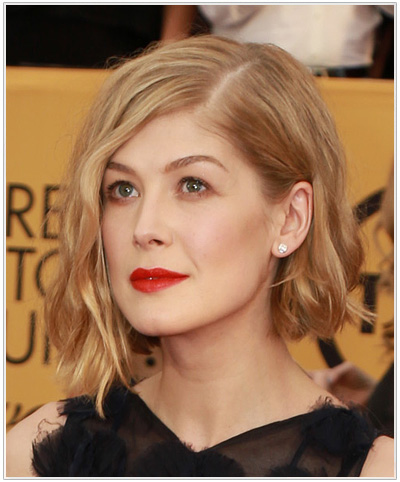 Rosamund Pike Medium Wavy Hairstyle.