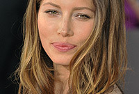 Celebrity-hair-color-must-have-jessica-biel-side