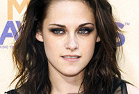 Kristen-stewarts-romantic-gothic-look-side