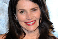 Julia-ormond-makeup-for-mature-skin-side