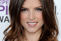 Anna-kendrick-sexy-tousled-hairstyle-side