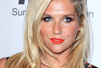 How-to-do-your-makeup-like-kesha-side