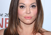 Rose-mcgowan-makeup-for-brunette-hair-side
