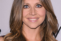 Sarah-chalke-better-as-a-brunette-side