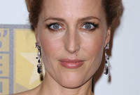 Gillian-anderson-slightly-smokey-eyes-side