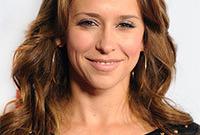 Jennifer-love-hewitt-hair-and-makeup-styles-side