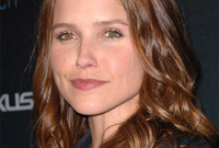 What-shade-suits-sophia-bush-side