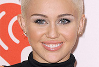Miley-cyrus-icy-cool-makeup-side