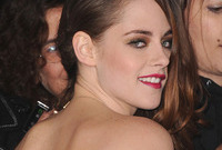 Kristen-stewart-vampy-makeup-side
