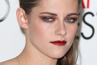 Kristen-stewart-how-to-wear-wine-makeup-side