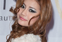 Andamiro-pop-star-makeup-for-asian-women-side