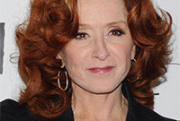 Bonnie-raitt-makeup-for-mature-redheads-side