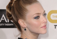 2013-hair-trend-in-action-amanda-seyfried-topknot-side