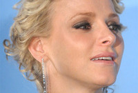 Royal-beauty-princess-charlene-of-monaco-side