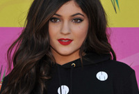 Kylie-jenner-hair-and-makeup-side
