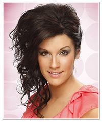 Model with wavy updo