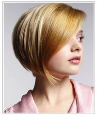 Model with sleek, blonde hair