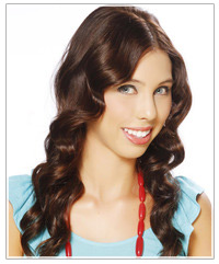 Model with brown wavy hair