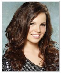 Model with dark brunette hair