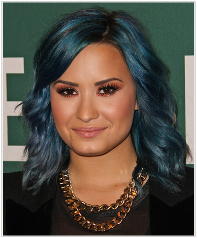 Demi Lovato 226 S Jewel Tone Hairstyle And Makeup To Match