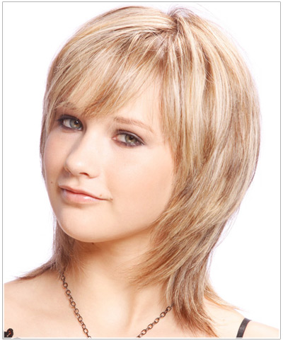 Model with a layered haircut