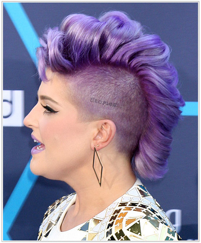 Kelly Osbourne Short Wavy Halloween Hairstyle