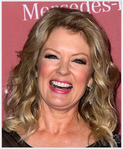 Mary Hart Medium Wavy Hairstyle.