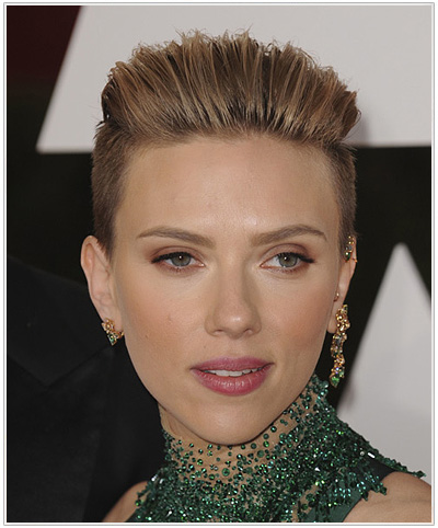 Scarlett Johansson Short Straight Hairstyle from the Academy Awards 2015.