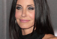 Courteney coxs hair and makeup for blue eyes side