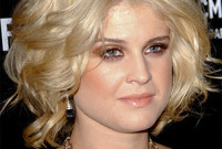 Kelly osbourne makeup for blondes side