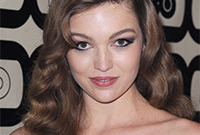 Lili simmons modern vintage look side